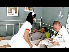 Infirmière baisée en double pénétration
