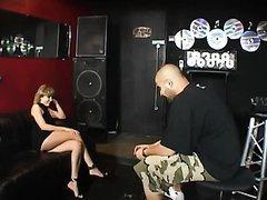 Jeune chanteuse baisée par une star du Hip Hop